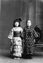 70203-0018 - Boy and Girl in Kimono
