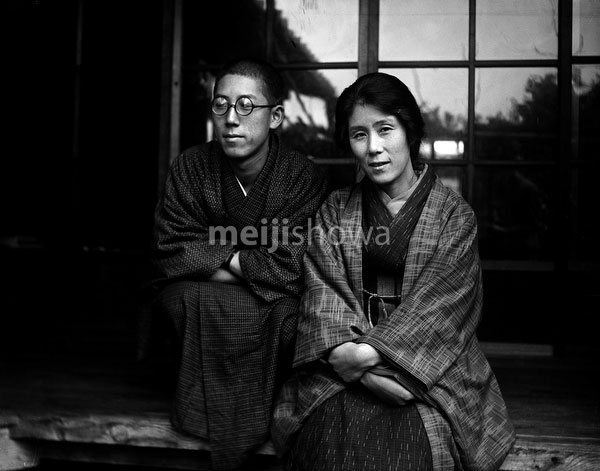 110613-0063 - Woman and Man in Kimono
