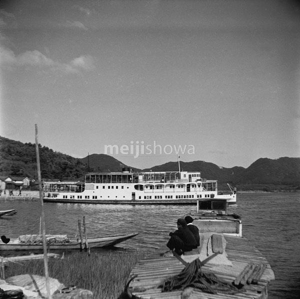 110825-0004 - Biwako Cruise Ship