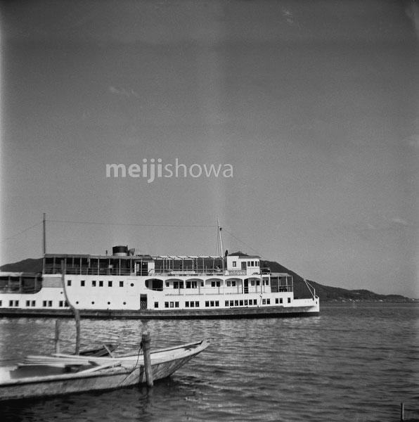 110825-0007 - Biwako Cruise Ship