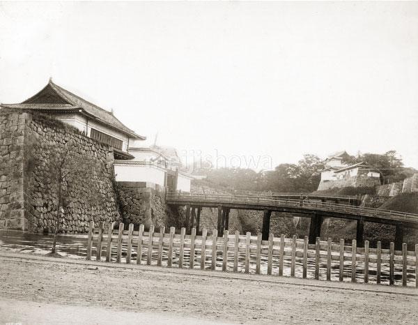 111004-0008 - Nijubashi Bridge