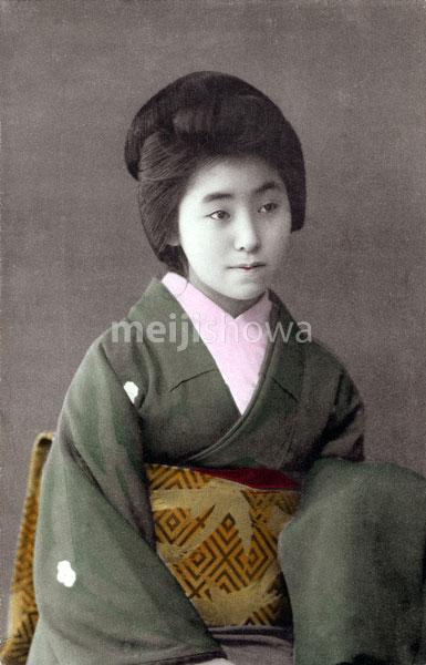 110707-0003 - Woman in Green Kimono
