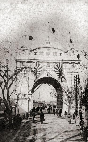 110707-0026 - Triumphal Arch, Osaka