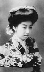 70206-0042 - Woman in Kimono