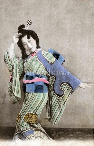 120409-0023 - Dancing Geisha