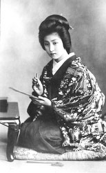 70206-0047 - Woman in Kimono