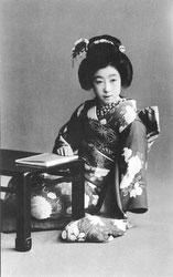 70206-0048 - Woman in Kimono