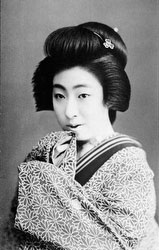 70206-0049 - Woman in Kimono