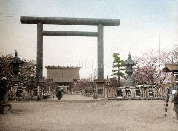 120411-0014 - Yasukuni Shinto Torii