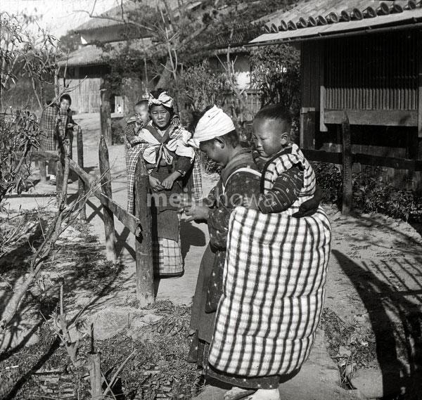 120418-0007 - Komori Nursemaids