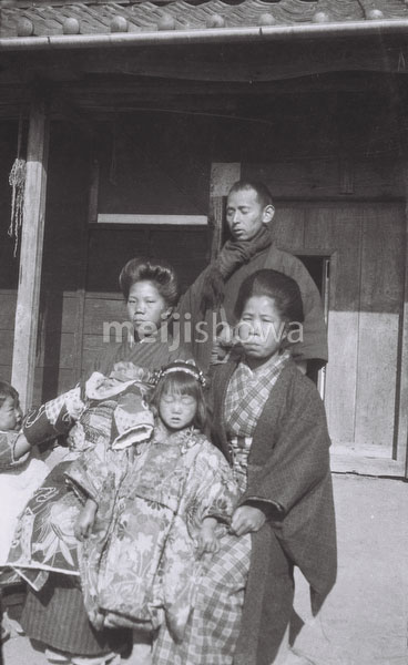 120423-0012 - Rural Family