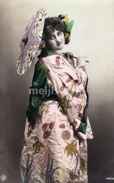 130125-0040 - Western Woman in Kimono