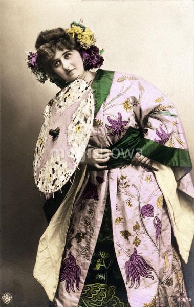 130125-0042 - Western Woman in Kimono