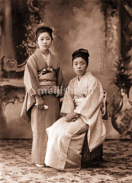 130126-0012 - Women in Kimono