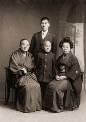 130129-0028 - Japanese Family