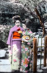 70215-0015 - Women in Kimono