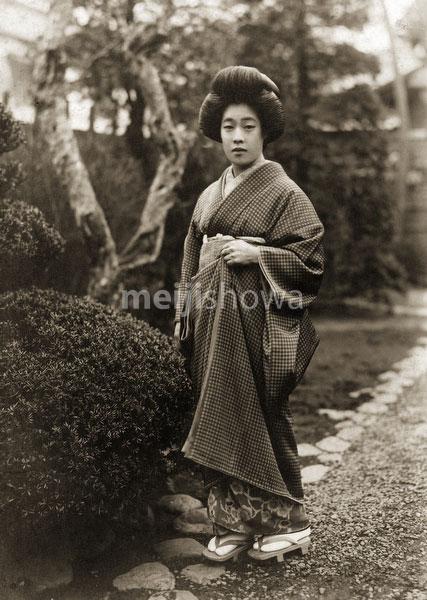 130602-0033 - Woman in Kimono
