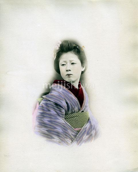 80303-0030-PP - Woman in Kimono