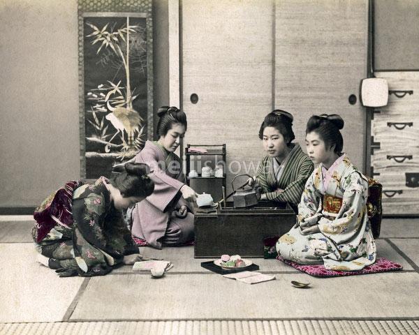 120207-0030-PP - Women Having Tea