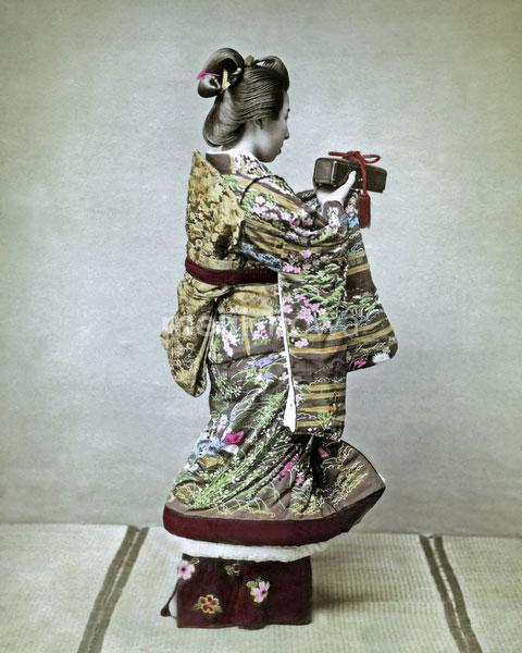 120207-0099-PP - Woman in Kimono