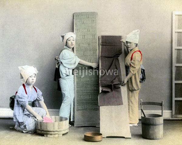 120207-0168-PP - Women Washing