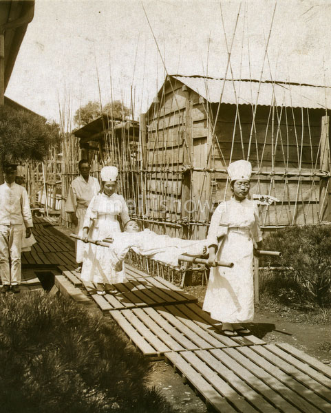 131128-0036 - Red Cross Nurses