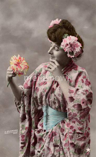 130603-0008 - Western Woman in Kimono