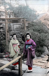 70216-0026 - Women in Kimono