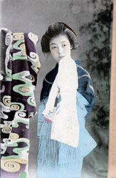 70216-0032 - Woman in Kimono