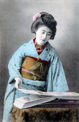 70216-0036 - Woman in Kimono