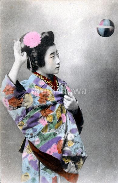 70216-0037 - Woman in Kimono