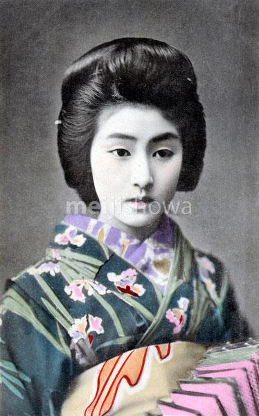 70216-0039 - Woman in Kimono
