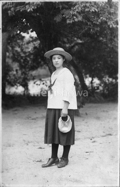 40512-0015 - Young Japanese Woman