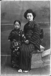 40512-0028 - Woman and Girl in Kimono