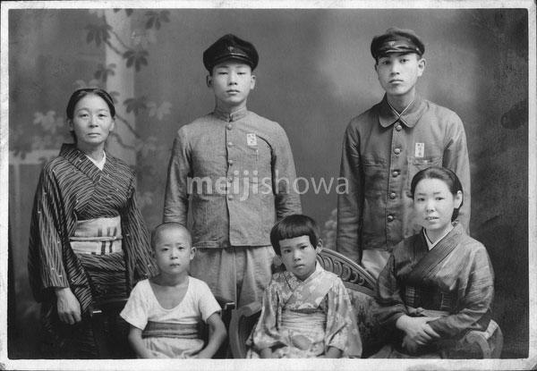 40512-0030 - Japanese Family