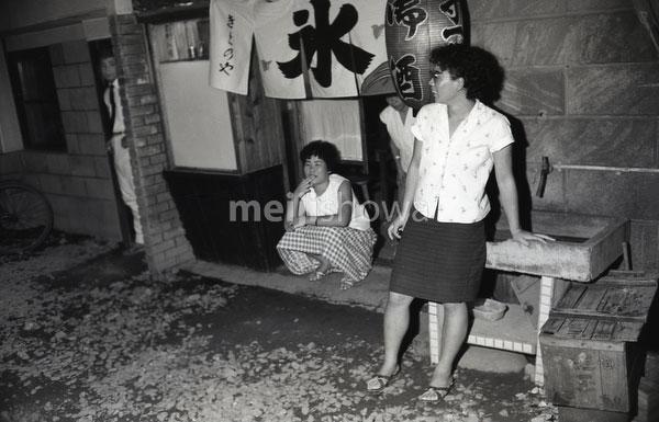 160101-0006-BR - Japanese Women at Bar