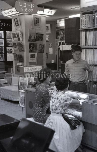 160101-0017-BR - Tokyo Record Store