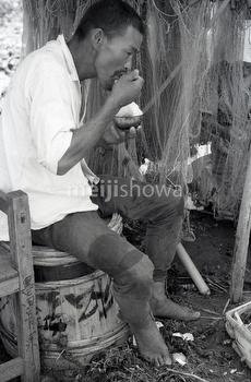 160101-0024-BR - Fisherman Eating