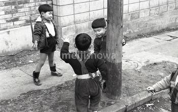 160101-0037-BR - Playing Children