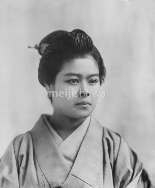 140303-0021 - Woman in Kimono