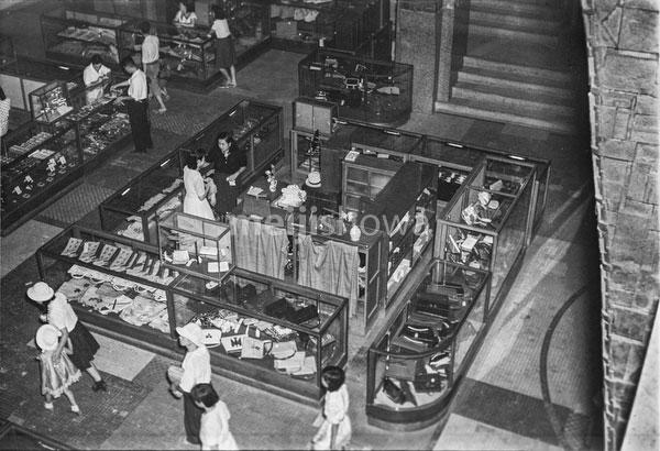 160202-0050 - Department Store in Postwar Japan