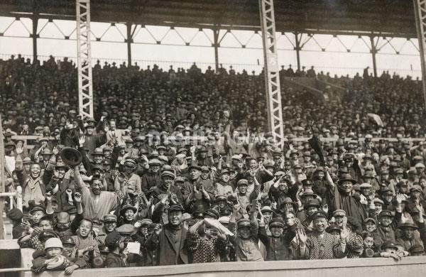 180902-0017-KS - Crowd at Stadium