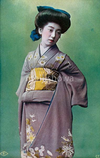 70222-0001 - Woman in Kimono