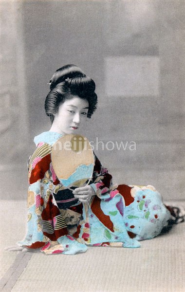 70222-0002 - Woman in Kimono