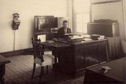 160305-0013 - Western-style Office