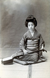 160305-0016 - Geisha with Shamisen