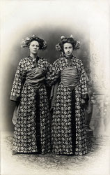 160305-0026 - Westerners in Fake Kimono