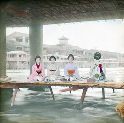 160307-0023 - Geisha and Maiko