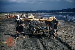 160308-0016 - Fisherwomen at Work