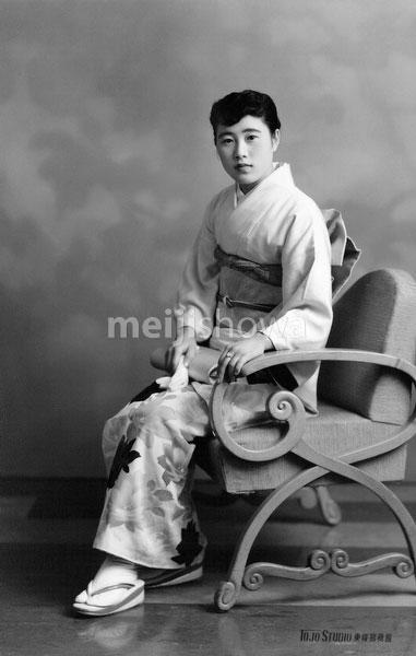 70223-0007 - Woman in Kimono